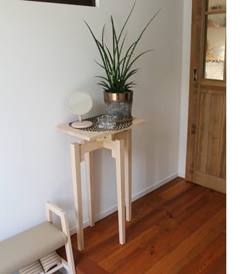dots console table