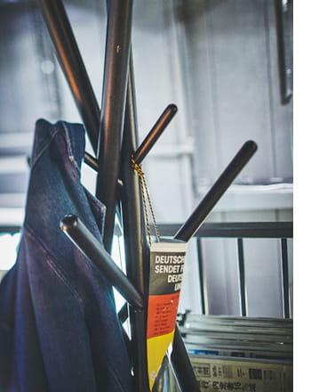 tool less hanger