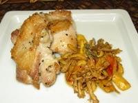 たまご茸(タマゴタケ、オロンジュ、オーボリ)とほうき茸の炒め物
