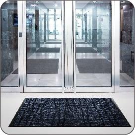 ラインナップ最高峰の吸水吸油性能とスタイリッシュなデザイン