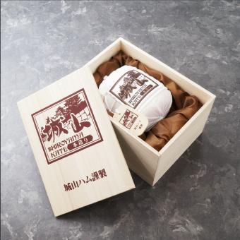 高級ハム本造り城山ロースハムだから高級感ある木箱に入れてお届けします。