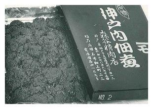 神戸牛の加工品神戸肉佃煮 初代の包装。缶製の箱を使用していました。