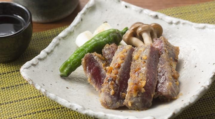 牛肉味噌漬のおいしい召し上がり方3 食べやすい大きさにカットして野菜を添えて盛り付けてください。