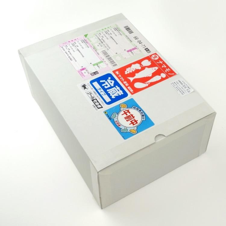 外箱に入れて送り状を貼る