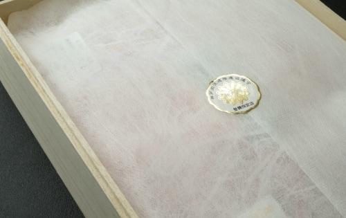 和紙調の布と封印のラベル