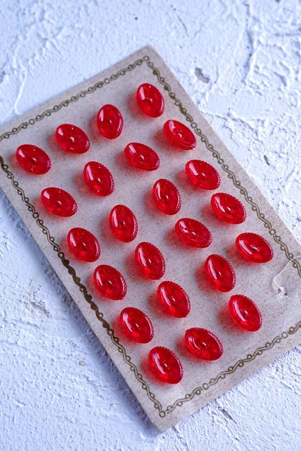 ヴィンテージ赤の楕円形プラスティックボタン4個セット1.2×0.8cm gs-1312