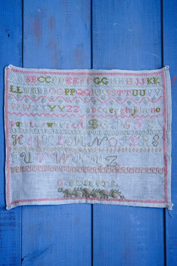 イギリスの刺繍サンプラー39×32cm ge-836