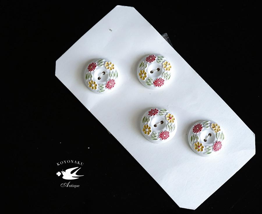 イギリスの白にお花のベークライトボタン4個セットW2cm gs-1325