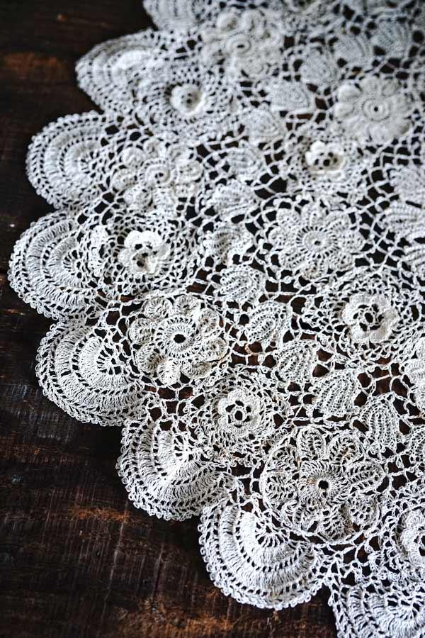 ベージュの麻糸のクロッシュレースマットW48cm gla-1169