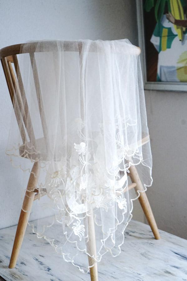 ラッキーアイテムの馬蹄のコーネリー刺繍のアップリケがついたウエディングベール180×180cm gla-1178
