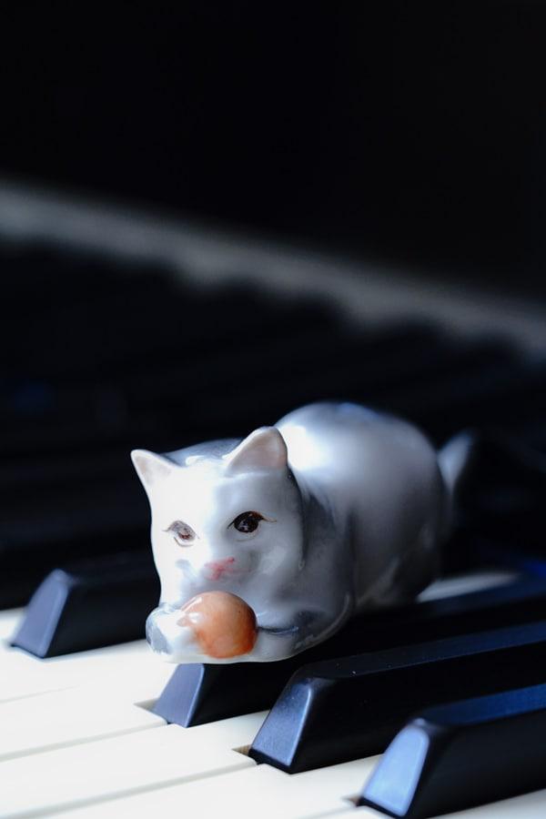 ハンガリー ジョルナイのネコのフィギュリン gt-886