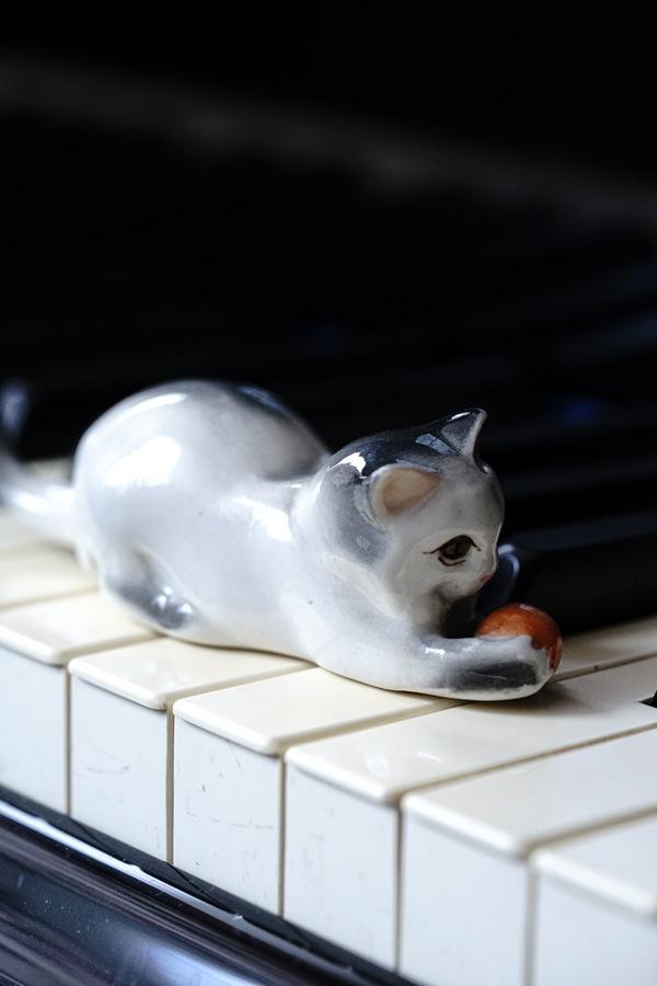 ハンガリー ジョルナイのネコのフィギュリン gt-884