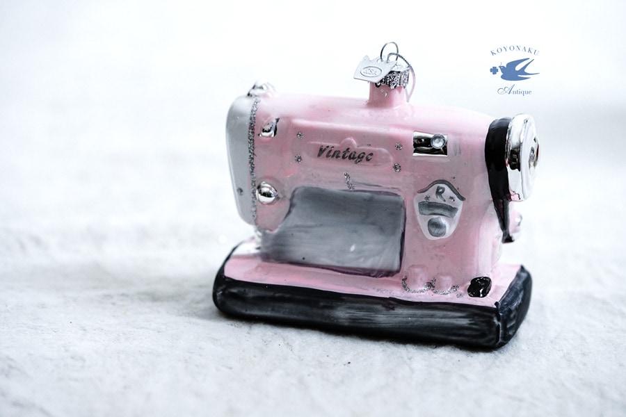 バティクリスマスガラスオーナメント ピンクのヴィンテージミシン gx-464