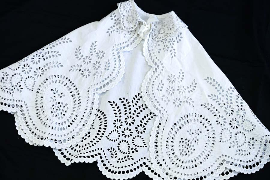 アンティークアイレット刺繍のベビードレス用ケープ42×148cm ge-872