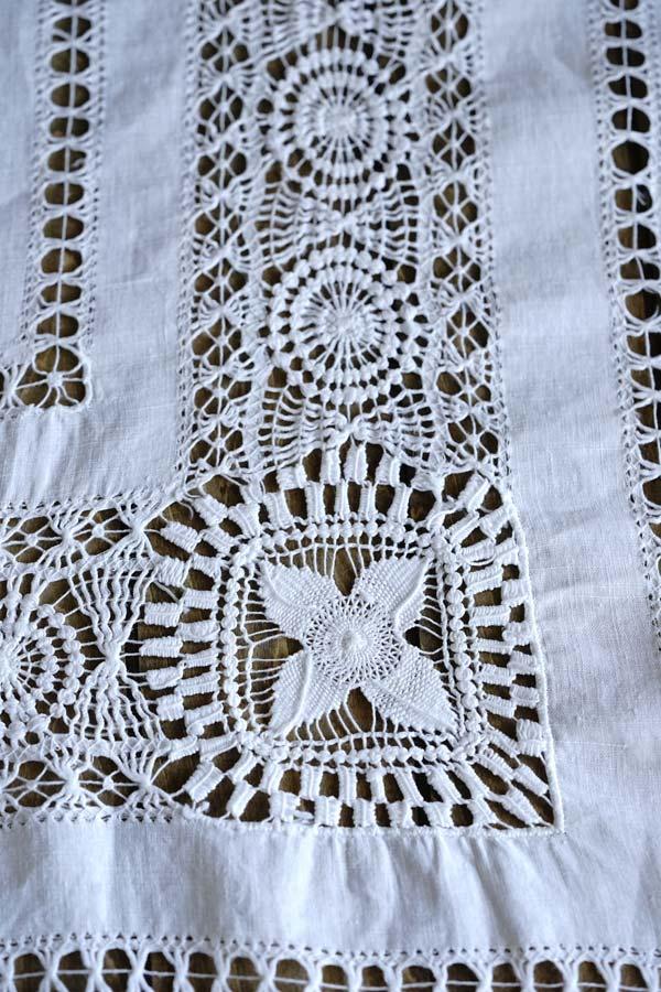 アンティークドロンワーク刺繍のテーブルクロス89×86cm ge-873