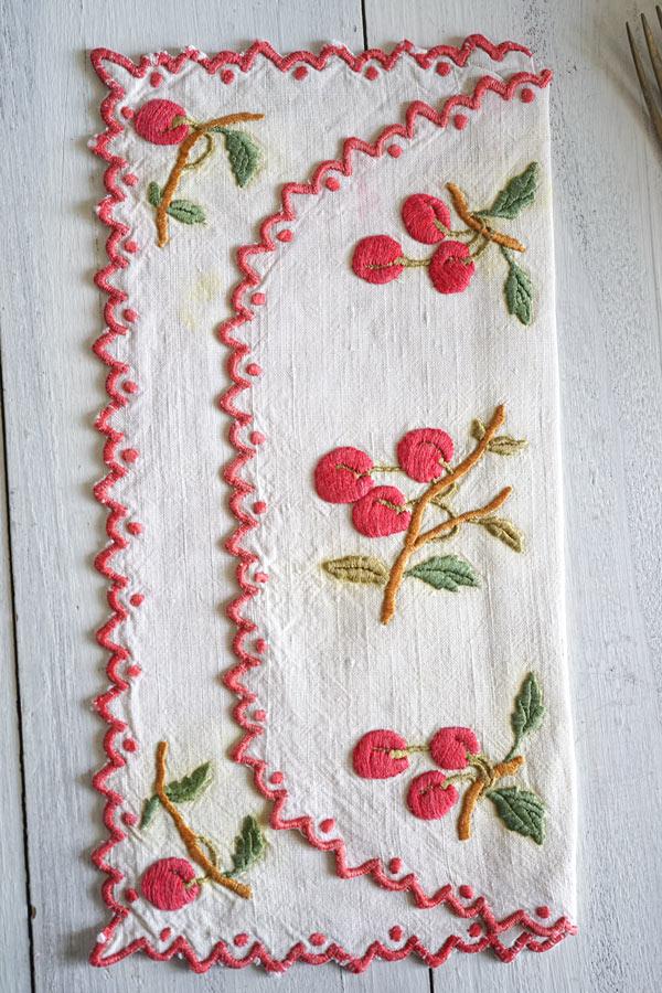 アンティークサクランボ刺繍のカトラリーケース24×12.5cm ge-881