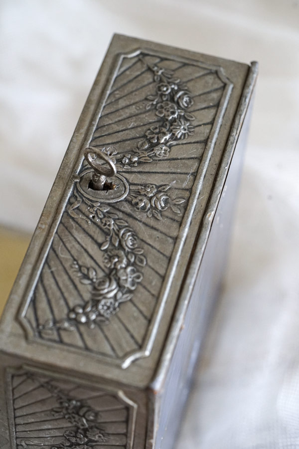 フランスアンティークメタルのガーランドジュエリーボックス 15×15×6.7cm gk-526