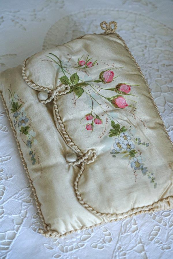 フランスアンティークアイボリーシルクに手描きの薔薇のバッグ 27×18cm gb-302