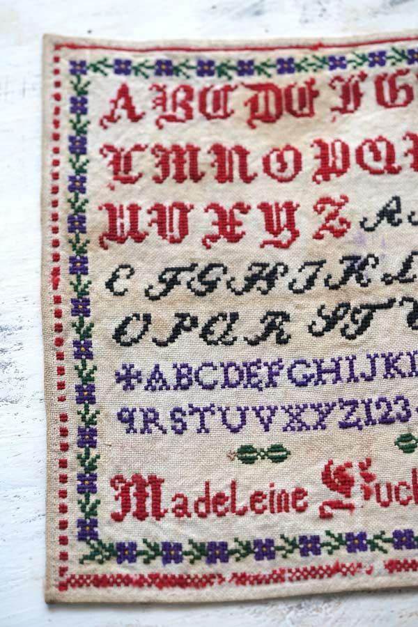 フランスモノグラム刺繍サンプラー1885年 26.5×26cm ge-895