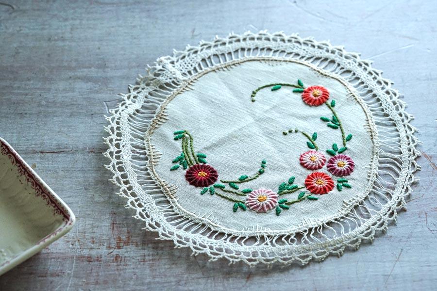 フランスアンティーク刺繍のボビンレース付きマット21.5cm ge-898