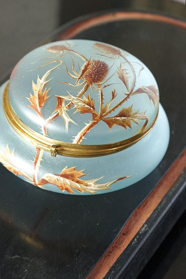 アンティークガラスに手描きアザミのエナメル絵のジュエリーケース gk-535