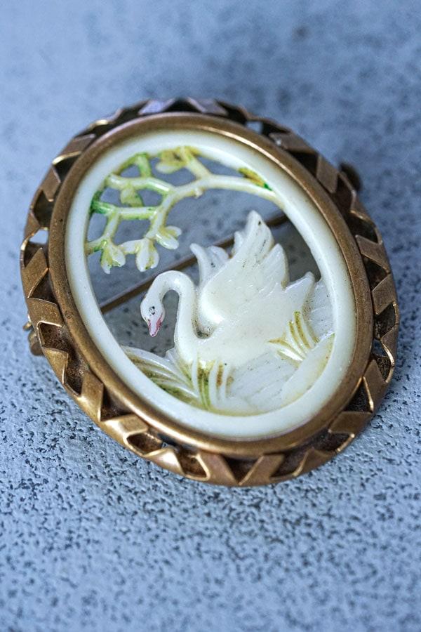 セルロイドの白鳥のブローチ4×3.5cm ga-975