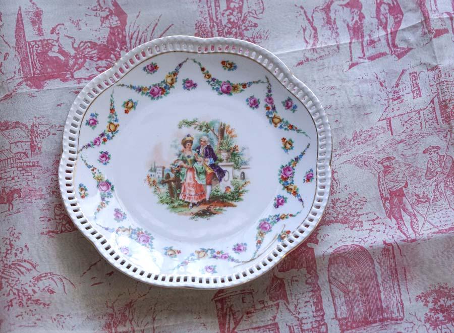 ババリアのシューマン窯ロココ調ガーランド花リムプレート1918-1929年 W19.5cm gc-945