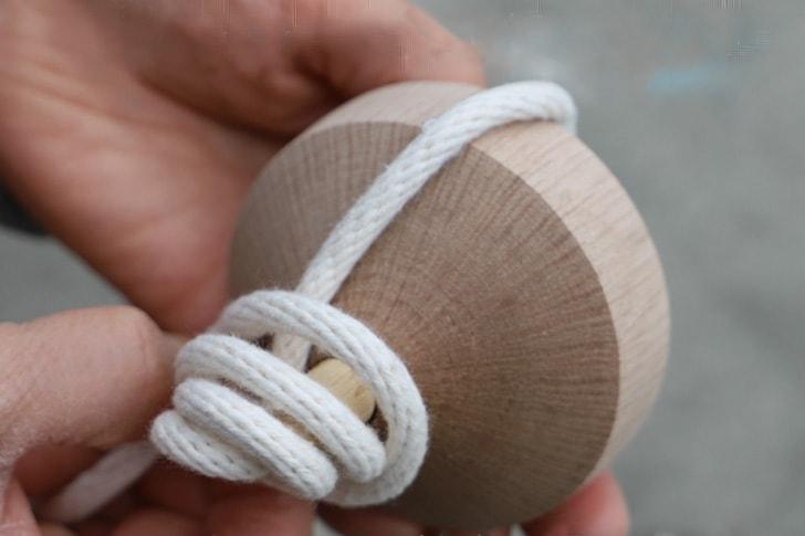 紐を巻く時の様子