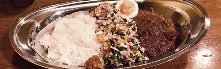 飲食店ポークビンダルー副大統領のプリンセスかおりを使ったカレーライスの写真