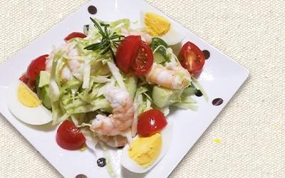 フレンチドレッシング「ネギネージュ」を使ってえびと野菜の彩りデリ風サラダ
