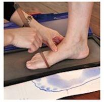 足の計測 基本はハダシで行います。