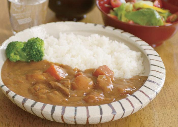 カレー専用皿の食卓の使用イメージ画像