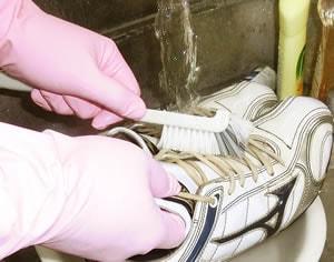 ダイレクトに丁寧に洗剤でブラシをかけて洗濯します