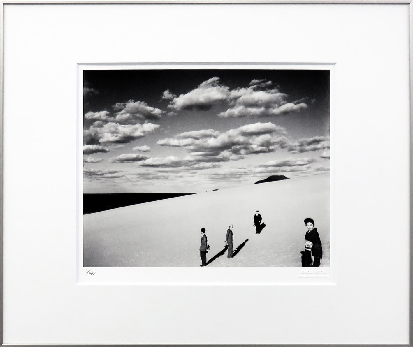 植田正治 版画「妻のいる砂丘風景(�)」の画像