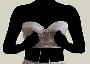 セミロングブラジャーの着用方法04
