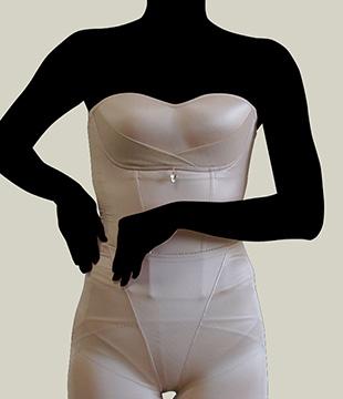 グラマラスビスチェの着用方法04