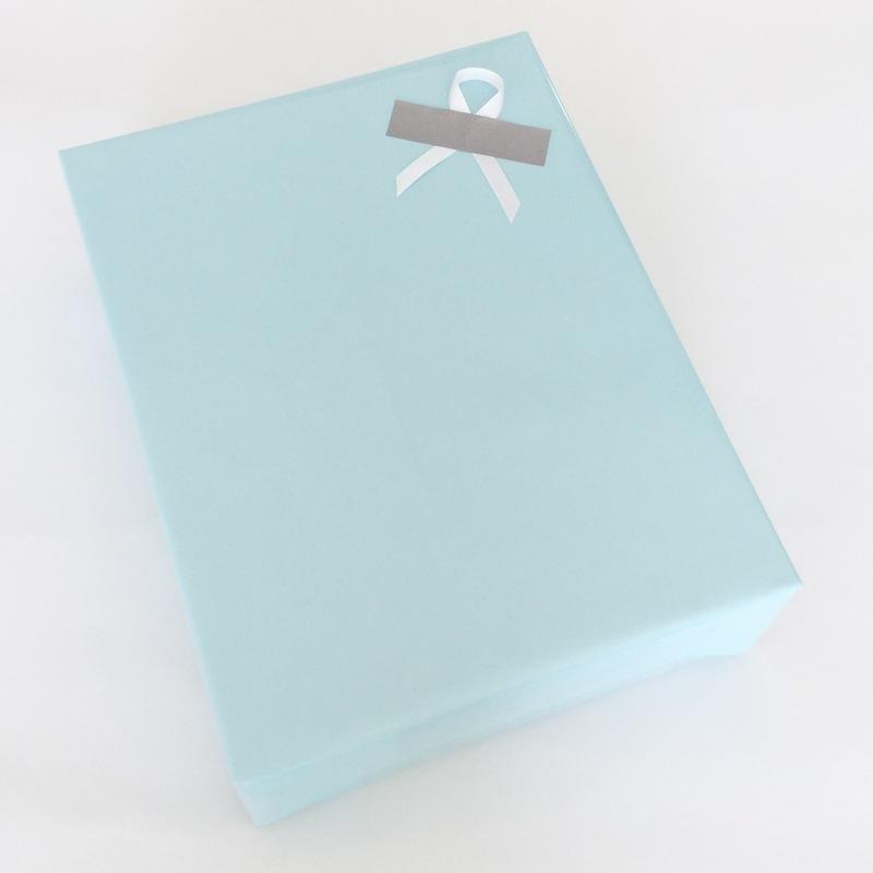 ベビーブルー包装紙斜めイメージ