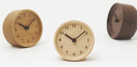 はじまりはウォールナットの端材 無垢材の置時計
