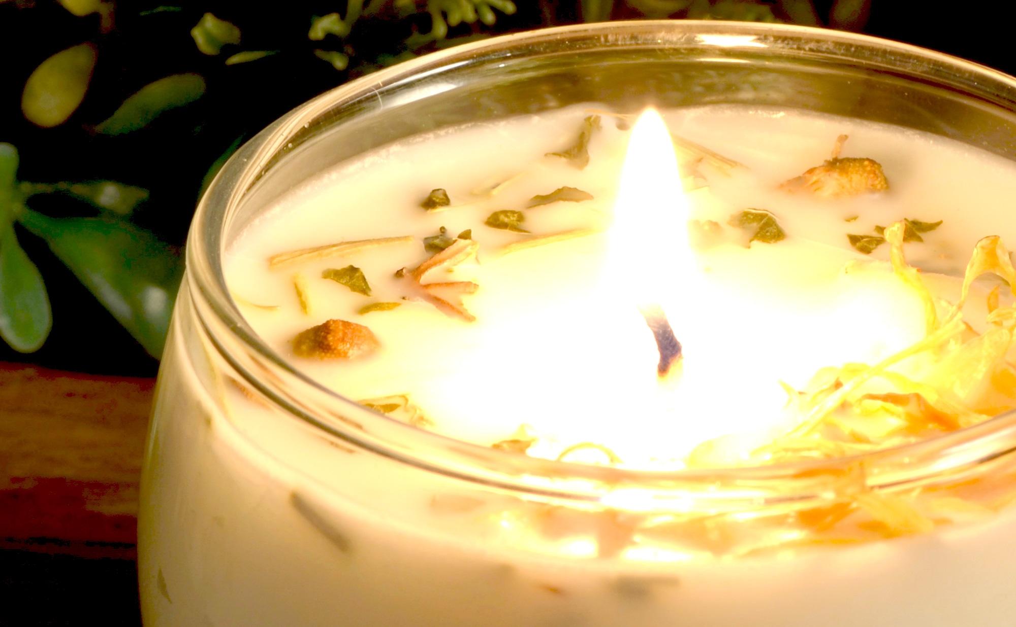 「イランイランの精油」 手作りアロマ大豆キャンドル