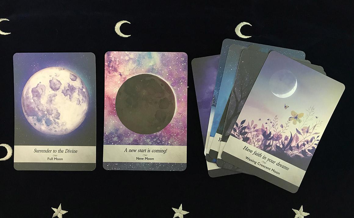 ムーンオロジーオラクルカード 「月の満ち欠け」のグループ