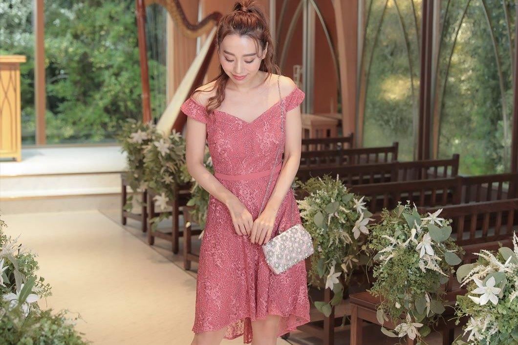 パールがデザインされたバッグは結婚式にも活躍