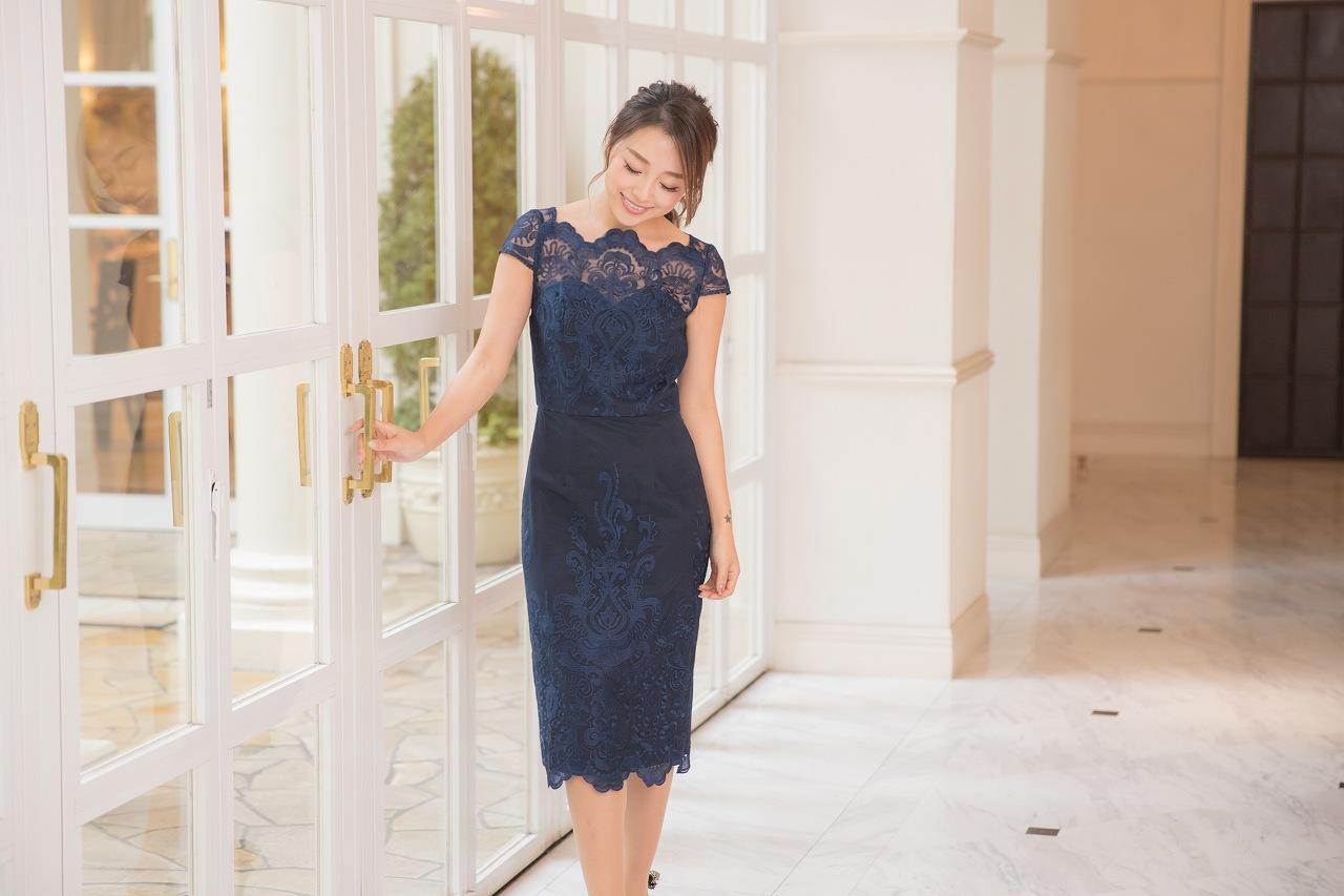 30代のドレスは露出のコントロールと自分に合ったカラー選びが重要