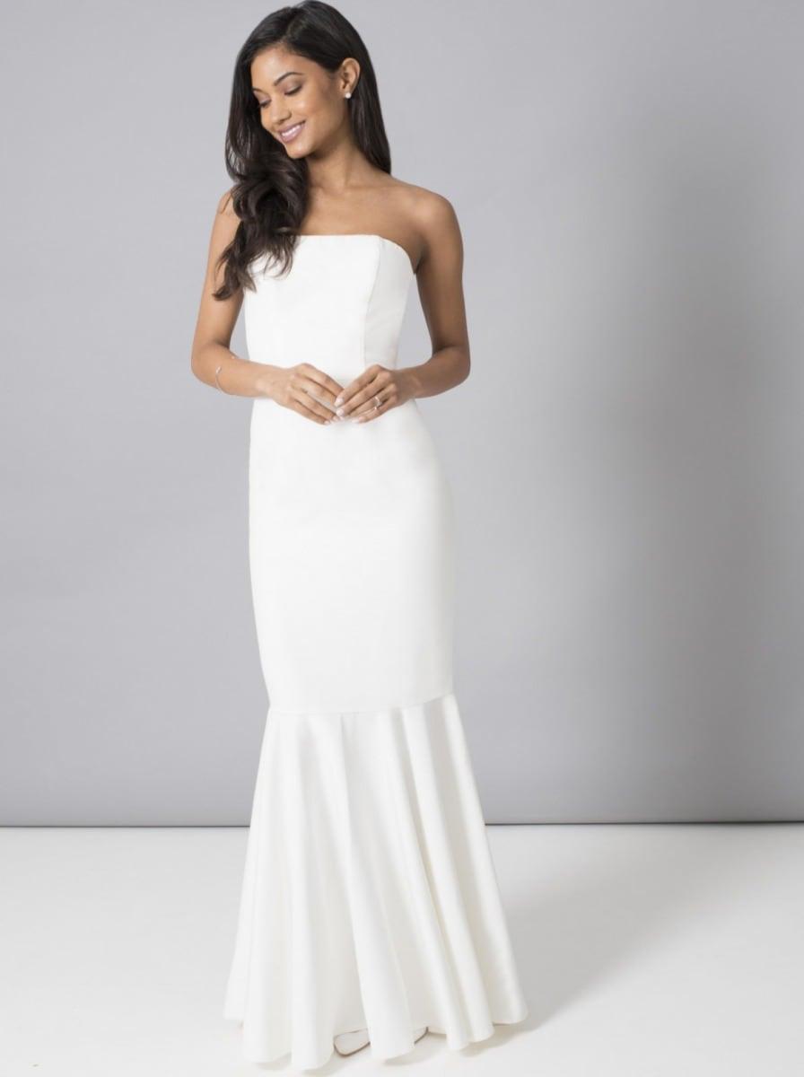 装飾なしのシンプルなウエディングドレス
