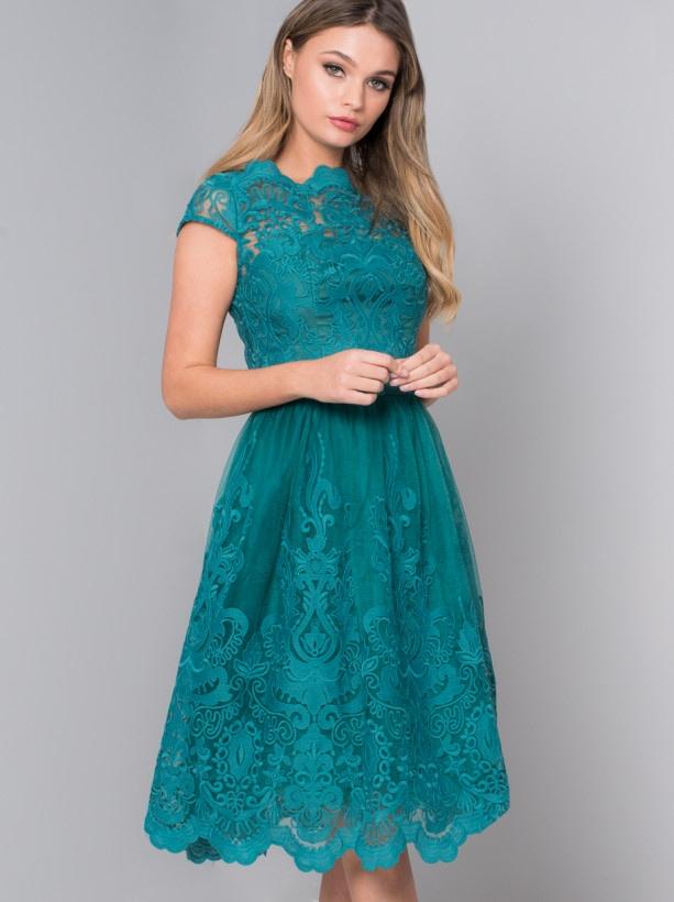 レースを使用したブライズメイドドレス