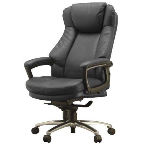 肉厚なクッションが身体を包み込む高級感あふれる事務椅子