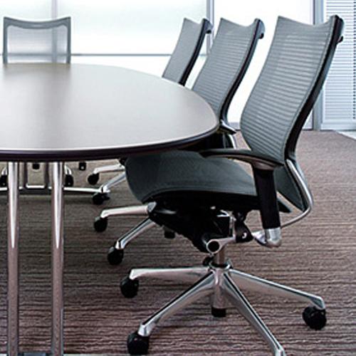 バロンチェアを会議室での使用イメージ
