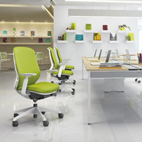 シルフィーチェアのオフィス使用イメージ