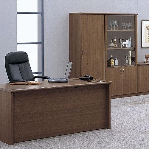 激安でシンプルな役員用家具シリーズを役員室にレイアウト