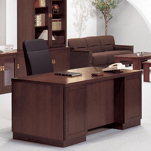 コンパクトで様々な役員室や社長室のレイアウトに合わせやすい人気の役員用机や書庫のシリーズ