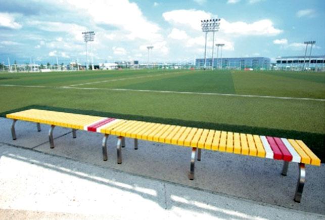 スポーツ施設におしゃれな激安背なしカラーベンチをレイアウトしたイメージ